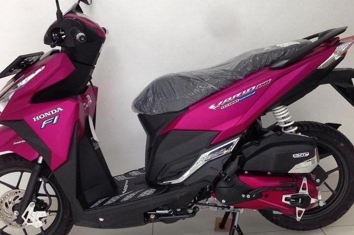 Honda Vario 150 ini punya warna asli pink, belinya langsung di dealer