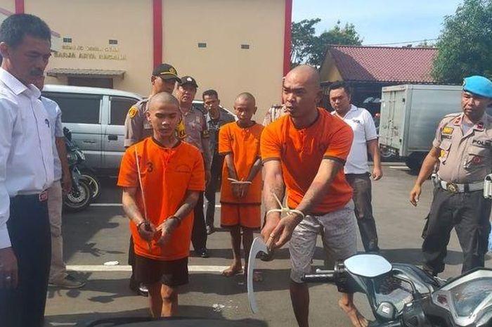 Polres Majalengka mengamankan tiga orang anggota geng motor yang bikin onar di di sekitar Bunderan Munjul, Kelurahan Majalengka Kulon, Kecamatan Majalengka, Kabupaten Majalengka.