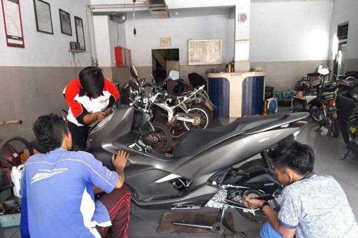 Honda PCX 150 servis di bengkel resmi Yamaha Asyik Motor Lumajang