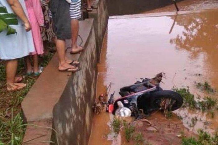 Jasad wanita bernama Ning Susana (35) tersebut ditemukan mengambang tersangkut ranting pohon di Sungai Sentono, Desa Srobyong, Kecamatan Mlonggo, Kabupaten Jepara, Jawa Tengah.