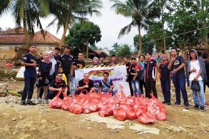 GSX Community Nusantara (GCN) Chapter Jakarta, Depok, Tangerang Kota,Tangerang Selatan dan Lebak serahkan bantuan ke korban banjir bandang di Lebak, Banten.