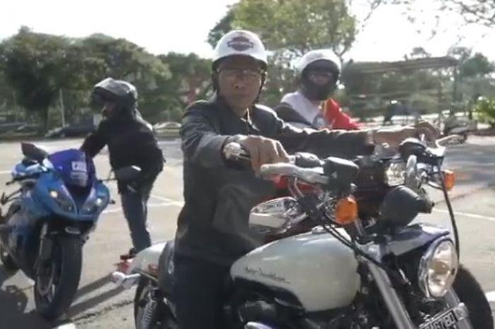 Ustadz Abdul Somad naik moge keliling kota di Brunei Darussalam