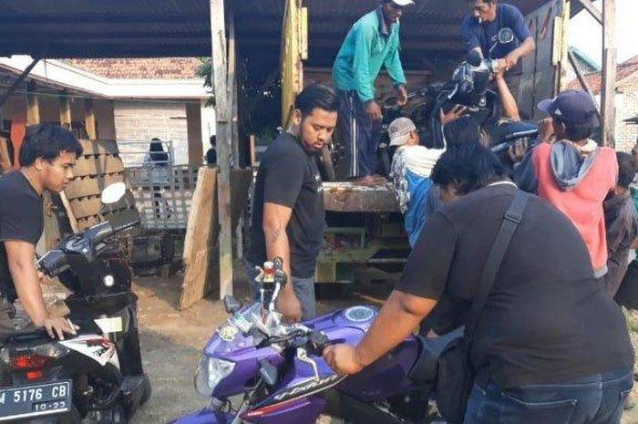 Petugas kepolisian bongkar gudang motor bodong, 10 motor ditemukan tanpa surat-surat lengkap.