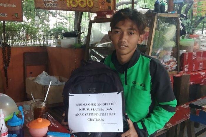 Salah satu mahasiswa yang juga nyambi sebagai driver ojek online (ojol) bernama Syaifudin Baasil (19) mempunyai hati yang sangat mulia.