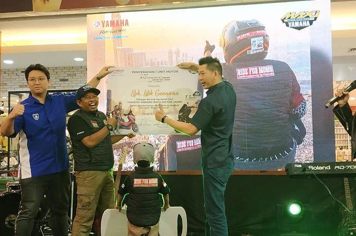 Penyerahan Yamaha All New NMAX Connected dari Dealer Yamaha Sabang Motor untuk Lilik Gunawan.
