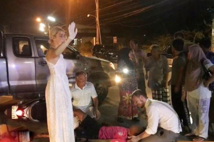 Masih Pakai Baju Pernikahan, Pasangan Pengantin Baru Ini Rela Tinggalkan Pesta Demi Selamatkan Korban Kecelakaan Lalu Lintas