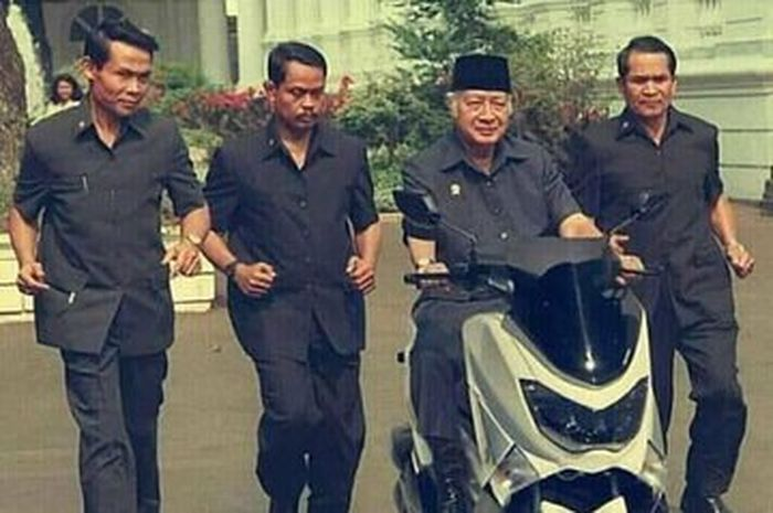 Presiden Soeharto mencoba Yamaha NMAX