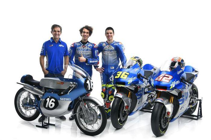 Davide Brivio bersama para pembalap tim Suzuki