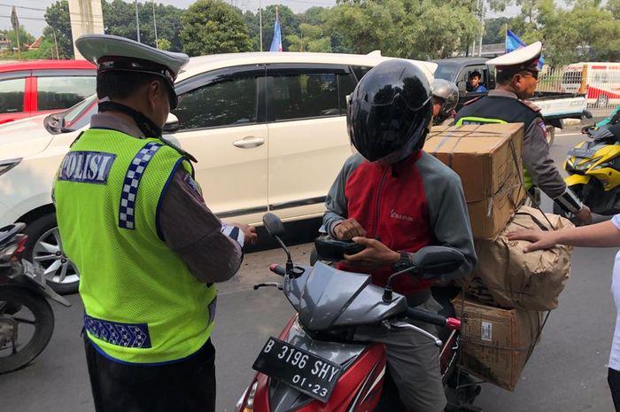 Samsat Jakarta serentak menggelar razia gabungan bersama Satlantas Polres Jakarta, Sudin Perhubungan, dan Jasa Raharja