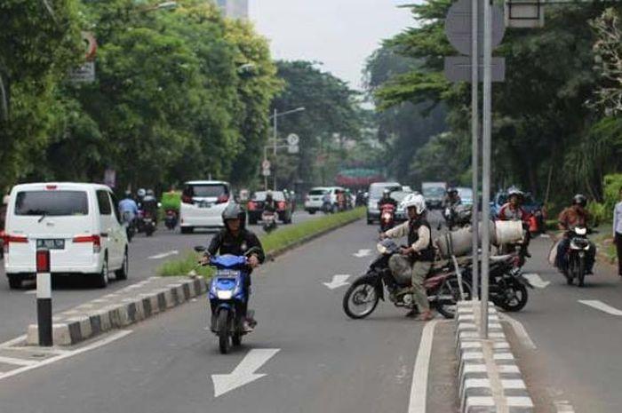 Melawan arus lalulintas sangat berbahaya untuk pengendara motor