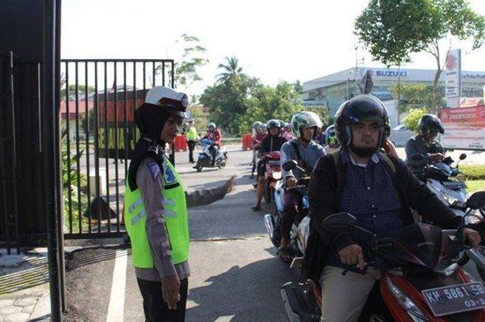 puluhan sepeda motor tidak bisa menghindari razia kendaraan oleh jajaran Satlantas Polresta Palangkaraya, Kalimantan Tengah.