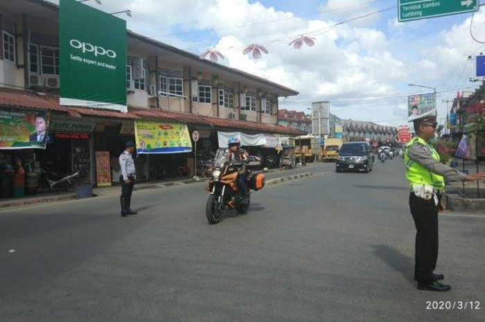 Mencegah tersebarnya Virus Corona, puluhan motor gede (moge) peturing lintas negara asal Malaysia wajib melakukan pemeriksaan.