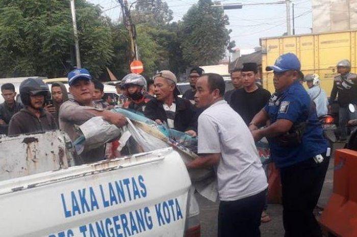 Korban langsung diamankan Laka Lantas Polres Tanggerang Kota