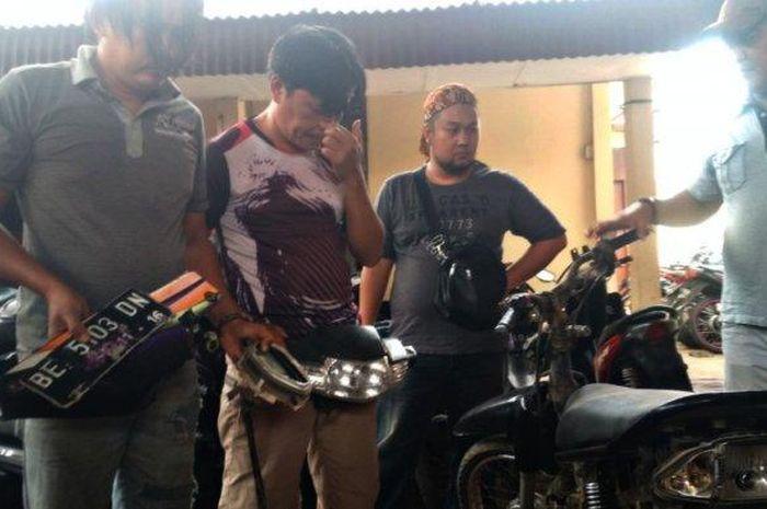 Modus Pura-pura Kunjungi Kafe, 2 Orang Gasak Motor, Belum Dijual Sudah Tertangkap.