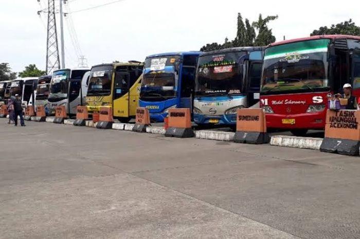 Ilustrasi Terminal Kampung Rambutan. Mulai Nanti Sore Bus AKAP dan AJAP Dilarang Beroperasi (30/3/2020)