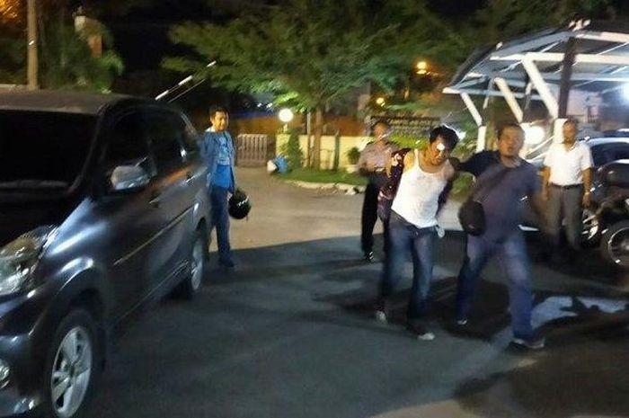 Seorang terduga pelaku jambret saat diamankan di Polsek Padang Barat, Selasa (24/3/2020) malam.
