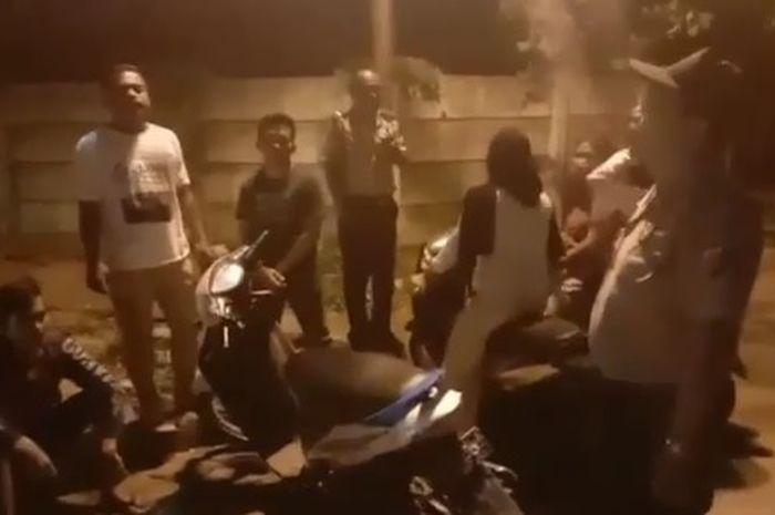Polsek Percut Sei Tuan , Medan merazia para pemuda yang masih berkumpul di tengah mewabahnya virus corona