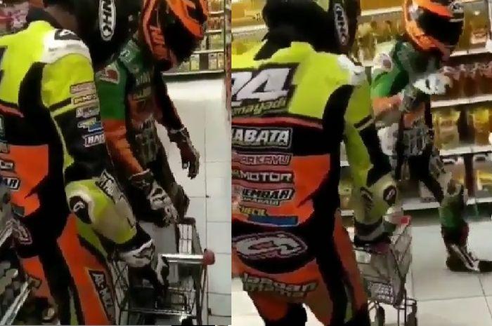 2 pria berbelanja menggunakan baju Warepack lengkap