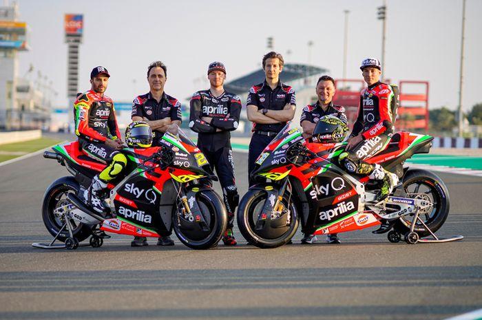 Massimo Rivola (ketiga dari kanan) bos tim Aprilia Racing Team Gresini dukung sepenuhnya Andrea Iannone bisa balapan bersama Aprilia di MotoGP