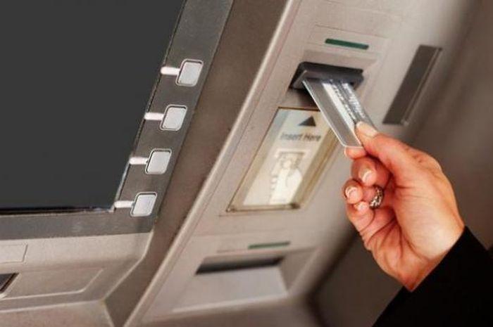 Ilustrasi mesin ATM. Jangan Bingung Saldo ATM Mendadak Bertambah, Artinya Dapat Bantuan Pemerintah yang Cair di Bulan Oktober 2020