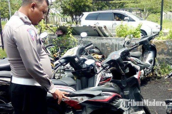 Sepeda motor Honda Vario, M 4053 AZ, milik Mirza Farid, korban pengendara yang selamat, yang kini diamankan di Satlantas Polres Pamekasan.