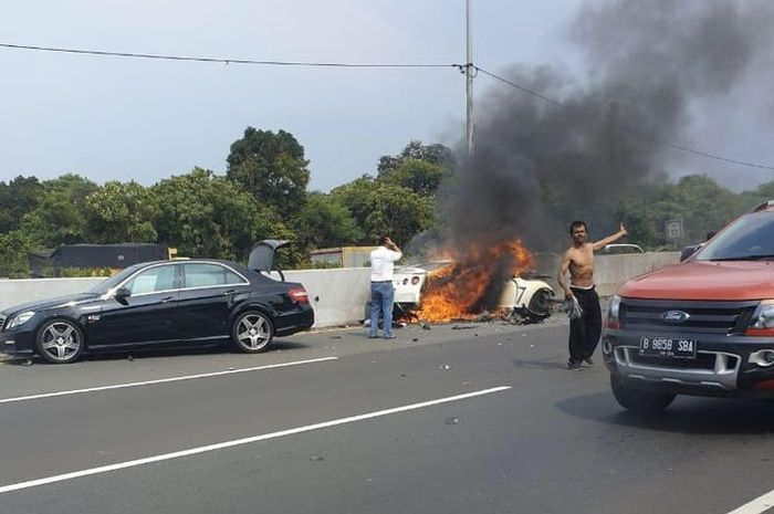Kondisi Nissan GT-R  milik Alm. Arminsyah setelah terjadi kecelakaan