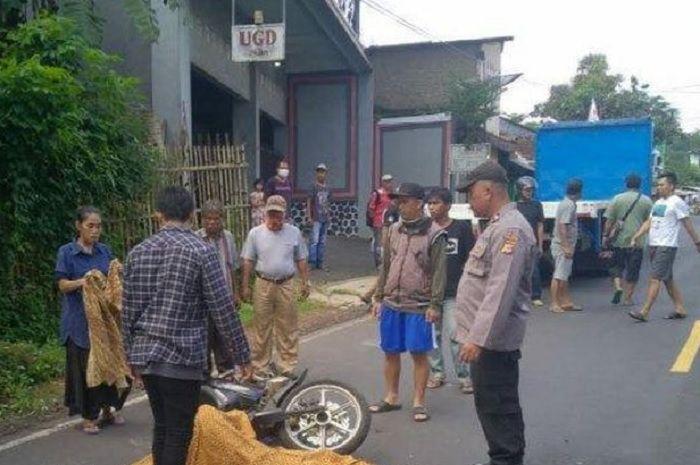 Kepala korban, Tardiyadi (33), warga Kampung Kudang Mulya, Desa Pakemitan, Ciawi, membentur keras besi belakang bak truk tronton.