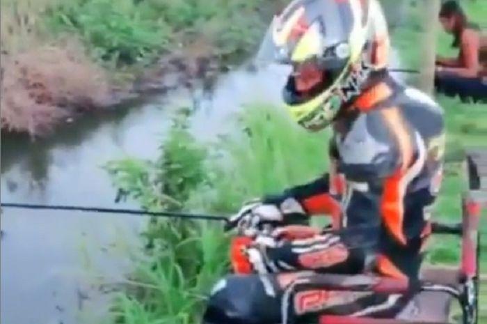 Aksi kocak pembalap Indonesia mengaku jadi ODP gara-gara virus corona.