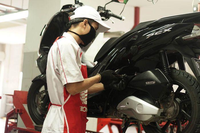 Teknisi servis motor Honda, Servis Motor Honda di Jawa Barat Bisa Sekaligus Beramal Buat Tenaga Medis yang Memerangi Corona