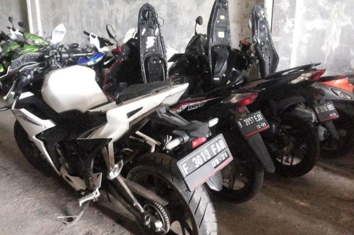 Motor tarikan kredit Adira Finance disimpan di gudang Adi Tapos Depok pada 2018 lalu