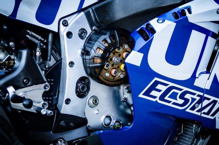 Banyak yang belum tahu, kenapa di motor MotoGP lebih memilih menggunakan kopling kering dibandingkan kopling basah.