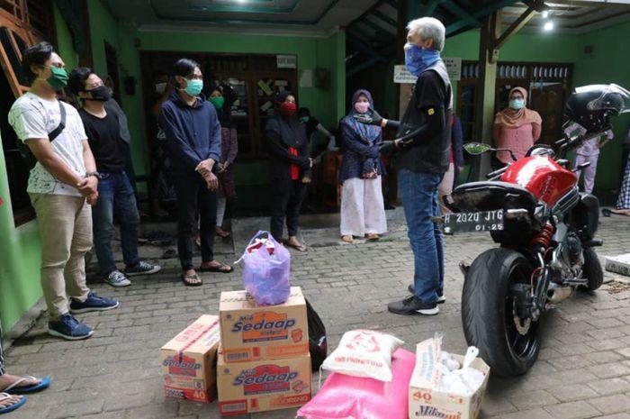 Gubernur Jawa Tengah, Ganjar Pranowo naik Kawasaki ER-6n datangi kos mahasiswa, ada apa?
