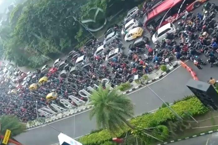 PSBB Surabaya hari pertama malah macet dan dikhawatirkan justru terjadi penyebaran virus
