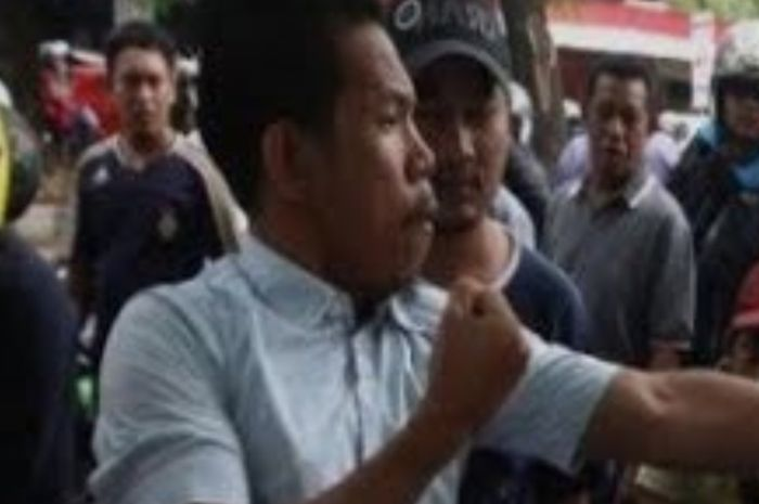 Ilustrasi debt collector lawan polisi dari Youtube Gladis Channel Tube