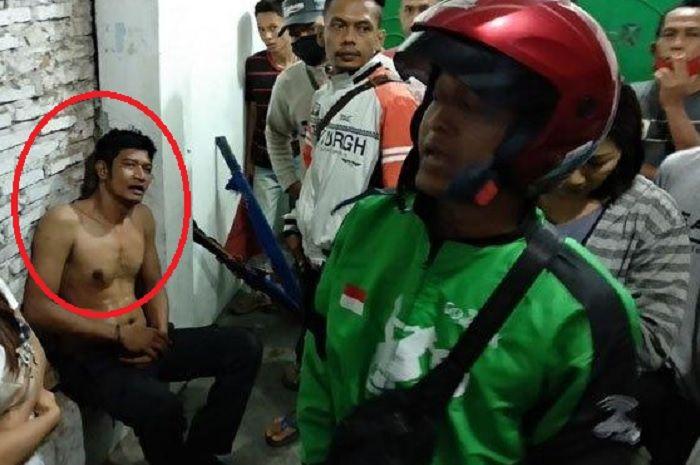 Rasyid, security yang mengaku sebagai anggota Brimob, diamankan warga karena dituduh berusaha membakar warung tahu goreng di Jalan Karya, Kelurahan Karang Berombak, Kecamatan Medan Barat, Senin (27/4/2020) dini hari. Pelaku sempat dihakimi warga.