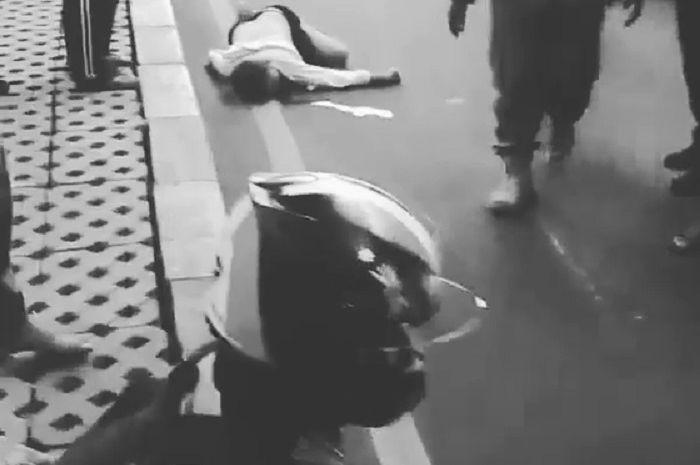 Pemotor tabrak warga sampai tewas di Cipulir, Kebayoran Lama Jaksel.