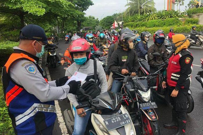Ilustrasi checkpoint PSBB.  PSBB Jawa Barat Akan Segera Diperpanjang, Lebih Lama dari DKI Jakarta?