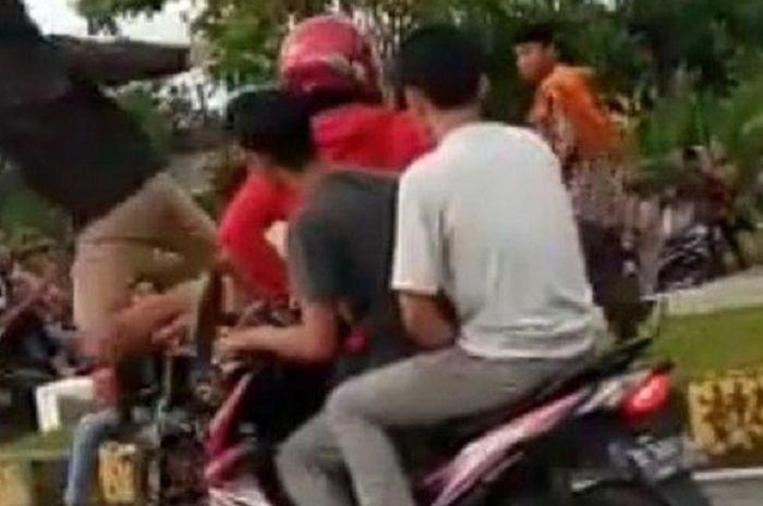 Ilustrasi pengeroyokan. Seorang Bapak Dikeroyok Massa Hingga Tewas, Setelah Kedua Anaknya Ditangkap Polisi Gara-gara Mencuri Motor