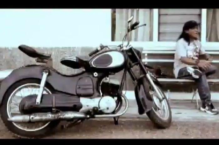 Motor jadul bikin penasaran di video klip almarhum Didi Kempot.