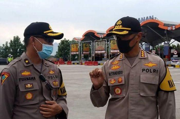 Kapolresta Cirebon Kombes Pol M. Syahduddi  berjaga di pos check point covid-19