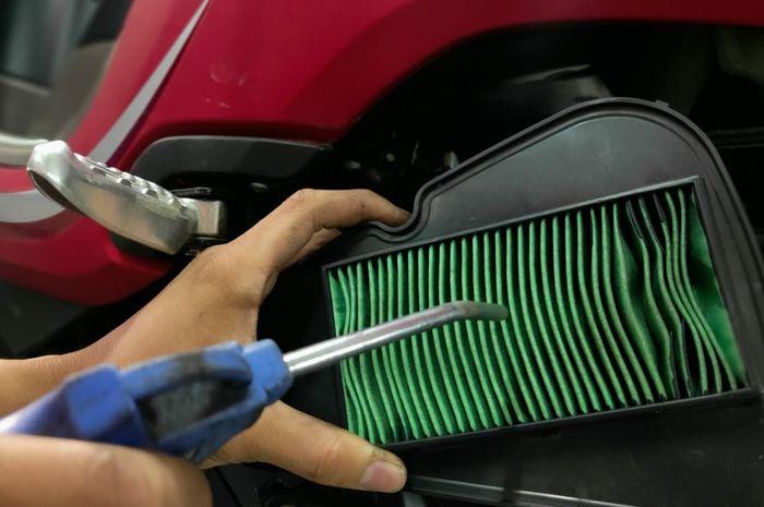 Filter udara jenis Dry Paper bisa dibersihkan pakai udara bertekanan