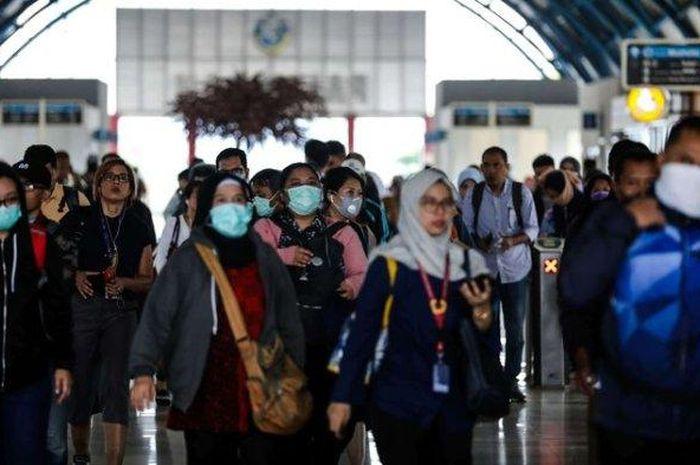 Ilustrasi penumpang kereta. Kini mereka wajib memiliki SIKM saat mudik atau balik menuju Jakarta.