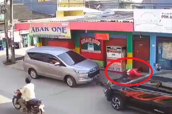 Toyota Rush ngawur, tabrak sana sini