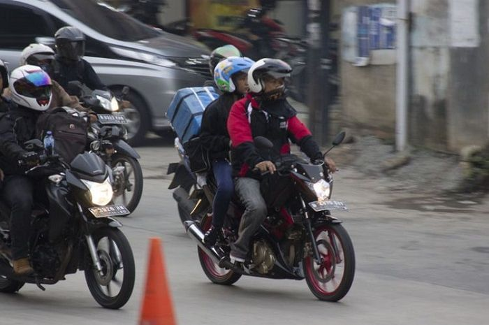 Ilustrasi mudik naik motor. Pemudik jangan harap bisa balik ke Jakarta dengan mudah setelah pulang kampung, begini penjelasannya
