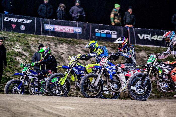 Guru Valentino Rossi selalu berlatih bareng ngegas motor bersama murid VR46 Riders Academy yang musim ini tampil di 3 kategori MotoGP, Moto2 dan Moto3