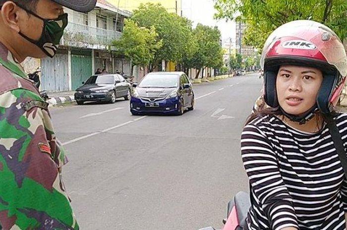 Seorang lady biker cantik di Indramayu terjaring razia di Jalan Ahmad Yani Indramayu, Minggu (17/5/2020) dihukum baca Pancasila tapi tidak hafal