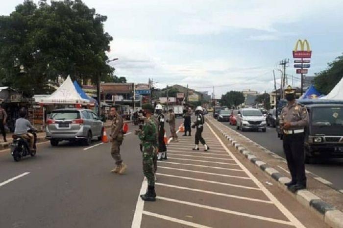 Pos pemeriksaan SIKM di Kembangan, Jakarta Barat.