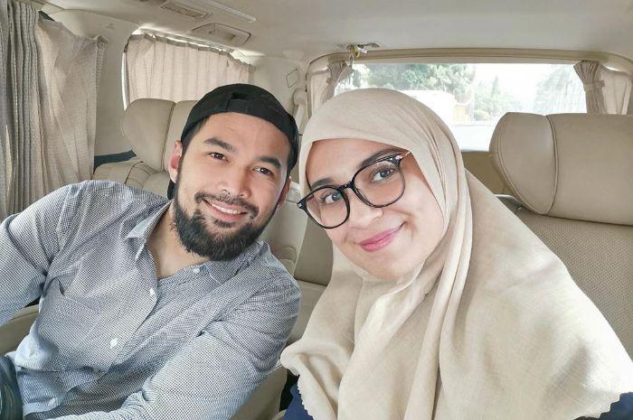 Teuku Wisnu dan Shireen Sungkar, Tidak Malu MengendaraiMotor Untuk Berangkat Kerja Saat Awal Aktor GantengTeuku Wisnu Hijrah.