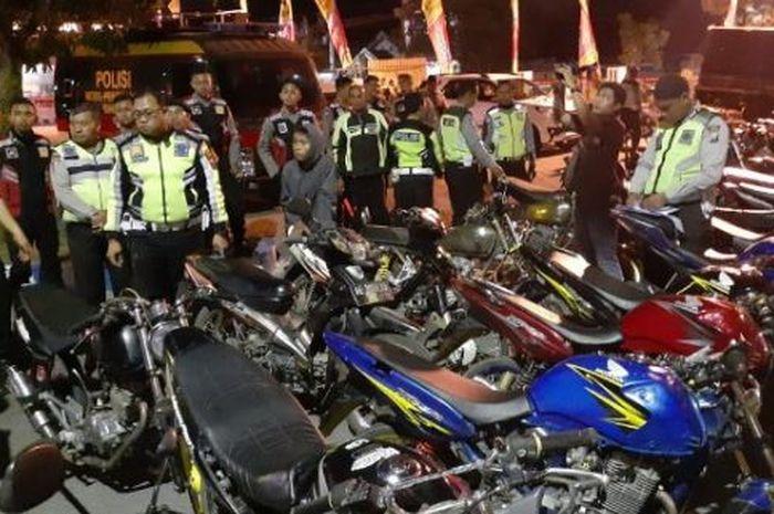 Polisi kandangi 51 motor yang menggunakan knalpot brong atau berisik atau racing