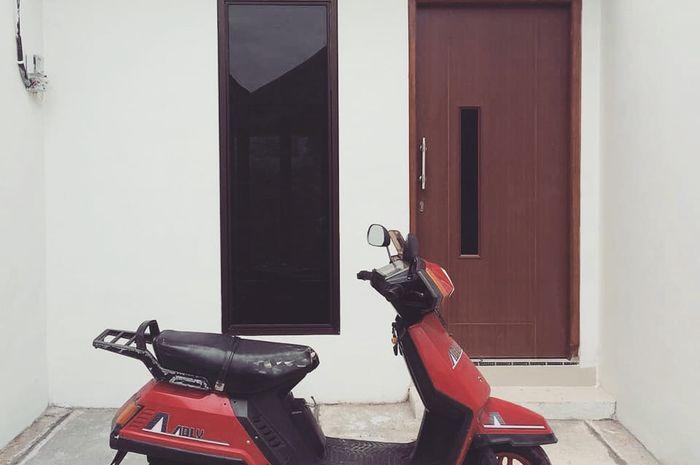 Bukan Piaggio Vespa Corsa motor matic pertama yang ngaspal di Indonesia, tapi Hatusda Adly